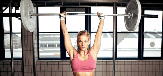 woman shoulder press